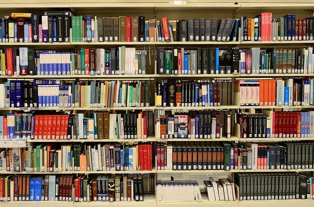 knihy v knihovně.jpg