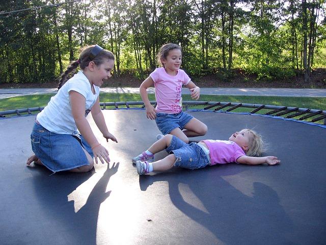 hopsání na trampolíně.jpg