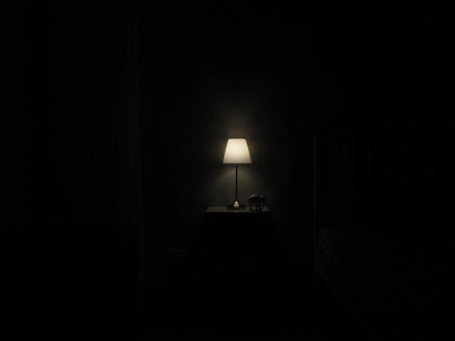 lampa ve tmě